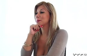 One-eyed monster drives in tranny's anal opening