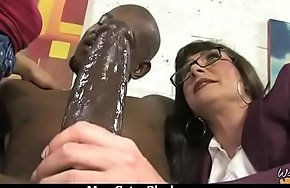 Hot mom receive a huge black dick porn video 6