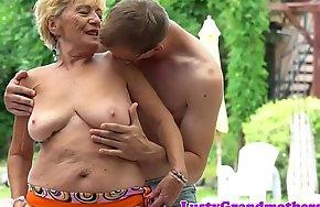 Beamy grandmas hairypussy fucked outdoors
